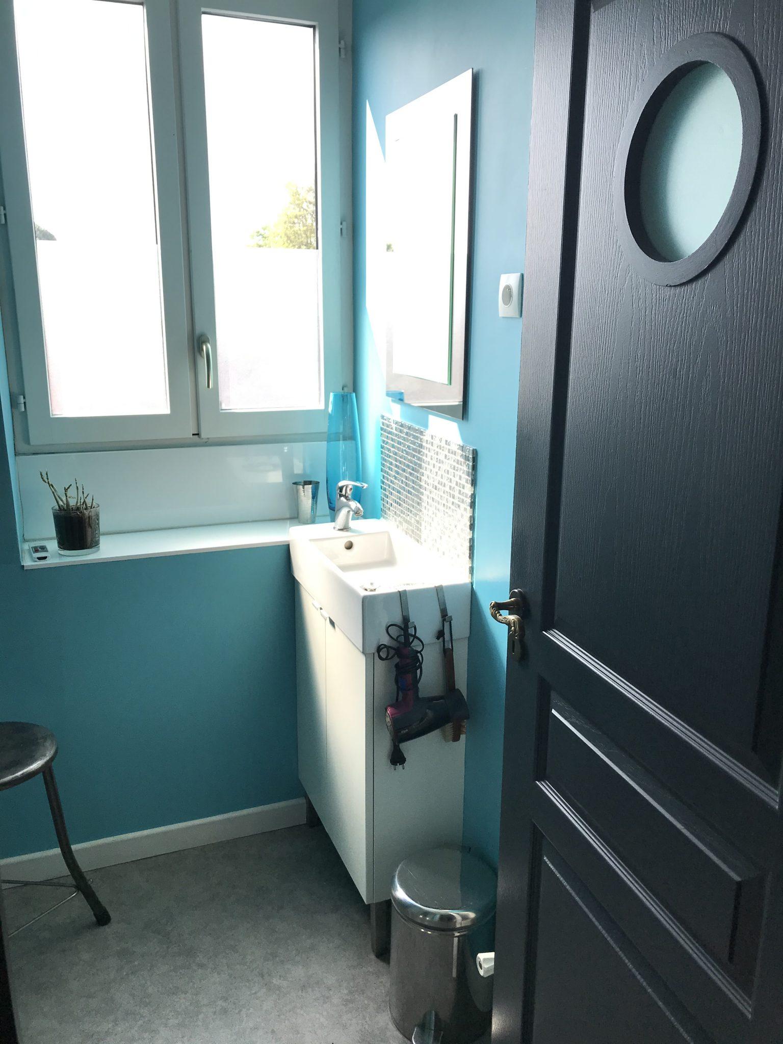Salle d'eau commune avec douche