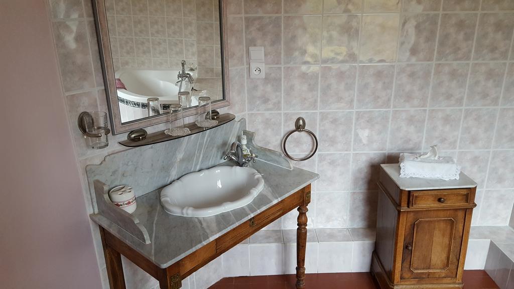 Chateau Rouillon d'Allest -chambre louis XVI familiale chateau rouillon allest sdb